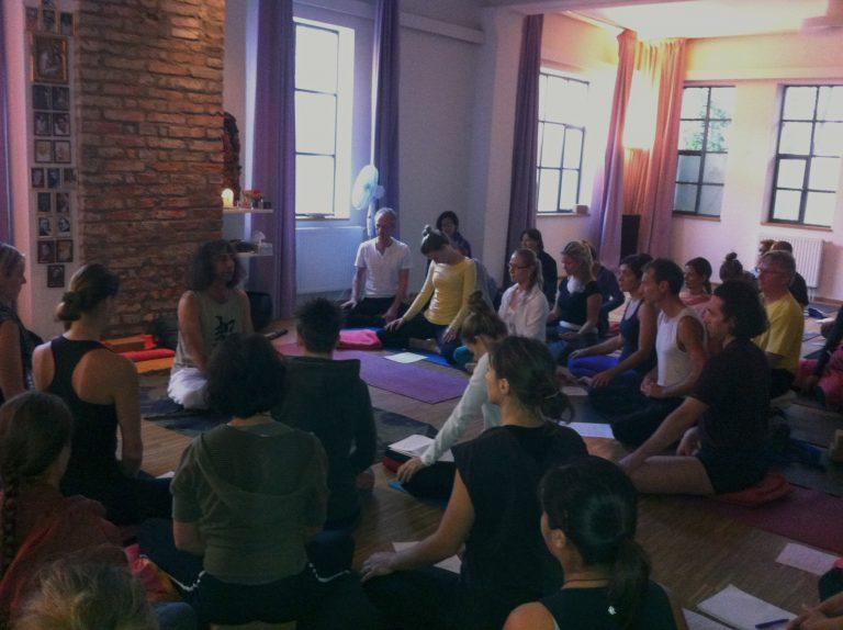 """""""Wer Yoga übt, wird lernen sich selbst zu heilen""""  – Workshop mit Danny Paradise"""