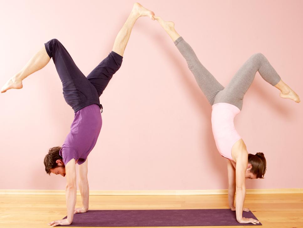 Handstand - Auf den Händen stehen lernen - Yoga World - Home of ...
