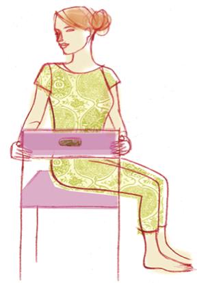 Bharadvajasana: (Drehsitz) Variation mit Stuhl