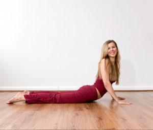 Detox und Yoga: Triyaka Bhujangansana