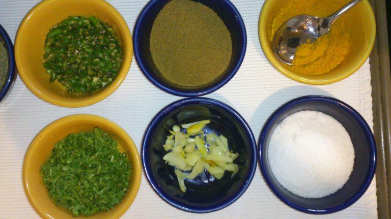 Rezept-Tipp: Rote-Linsen-Waffeln mit Birnen-Cashew-Chutney