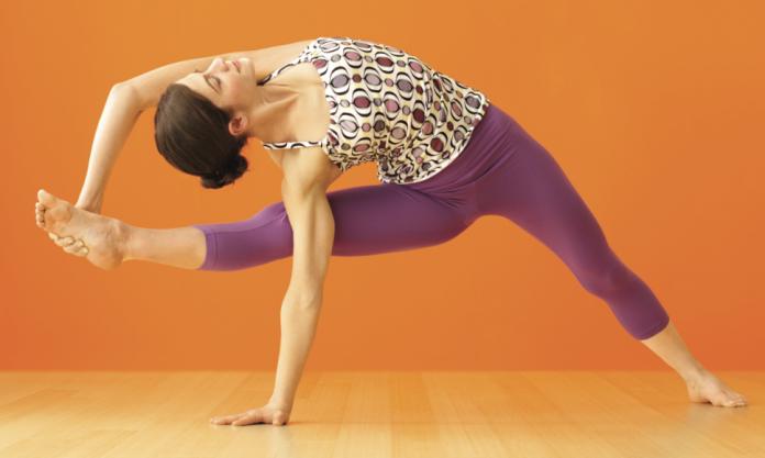 Asana im Fokus: Vishvamitrasana - Yoga World - Home of Yoga Journal