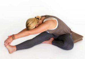 Kopf-zum_Knie-Haltung_Hormonyoga_Yogajournal