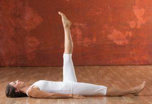 kundalini_beinheben_Yogajournal