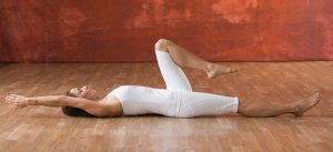 kundalini_beinneugung_Yogajournal
