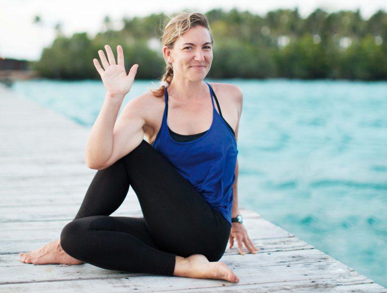 Yogalehrerin im Paradies