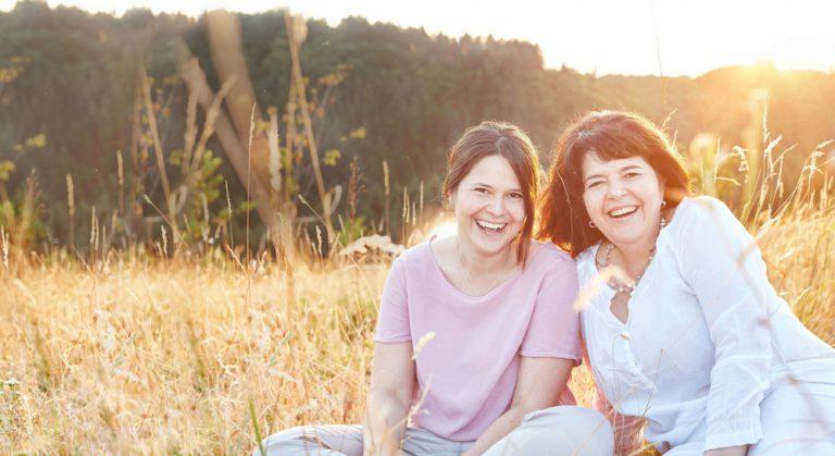Yogareisen, Kraftorte und die Faszination des Unbekannten: Interview mit Bernita und Michaela Müller
