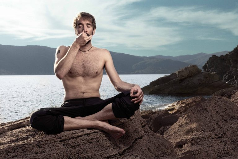 Atempause – Nik Linder taucht 108 Meter unter Eis