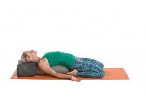 Detox Yoga Sequenz - Heldensitz im Liegen