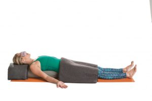 Savasana - Totenstellung, Variation