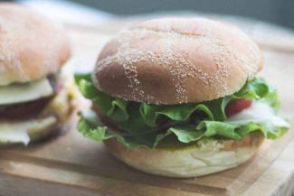 Veggie Burger_Etienne Pauthenet unsplash.com