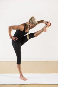 thai massage in der praxis yoga world home of yoga journal. Black Bedroom Furniture Sets. Home Design Ideas