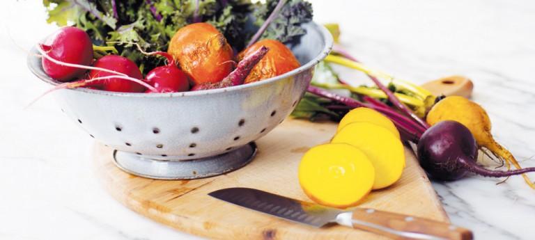 Wie bereite ich einen nährstoffreichen Salat zu?
