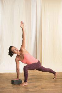 Twist hoher Ausfallschritt Yogaworld