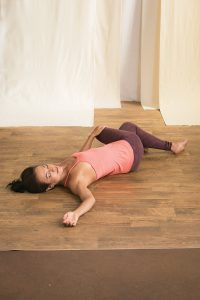 liegender Twist Yogaworld