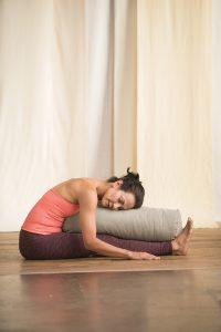 sitzende Vorbeuge Yin Yogaworld