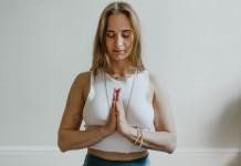 Meditation Namaste Frau Yogaworld