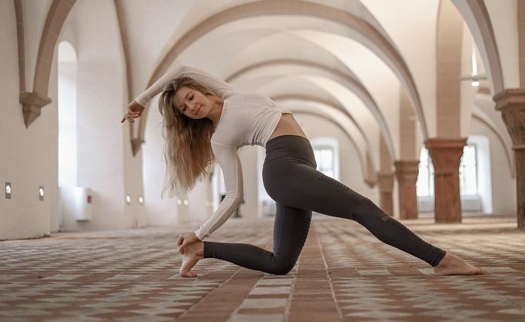 Mit Yoga und Ernährung gegen den Winterblues