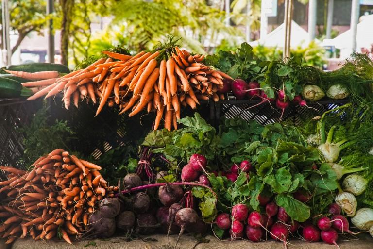Frühlingsgefühl von Flora: Wurzelgemüse und Karottenkuchen
