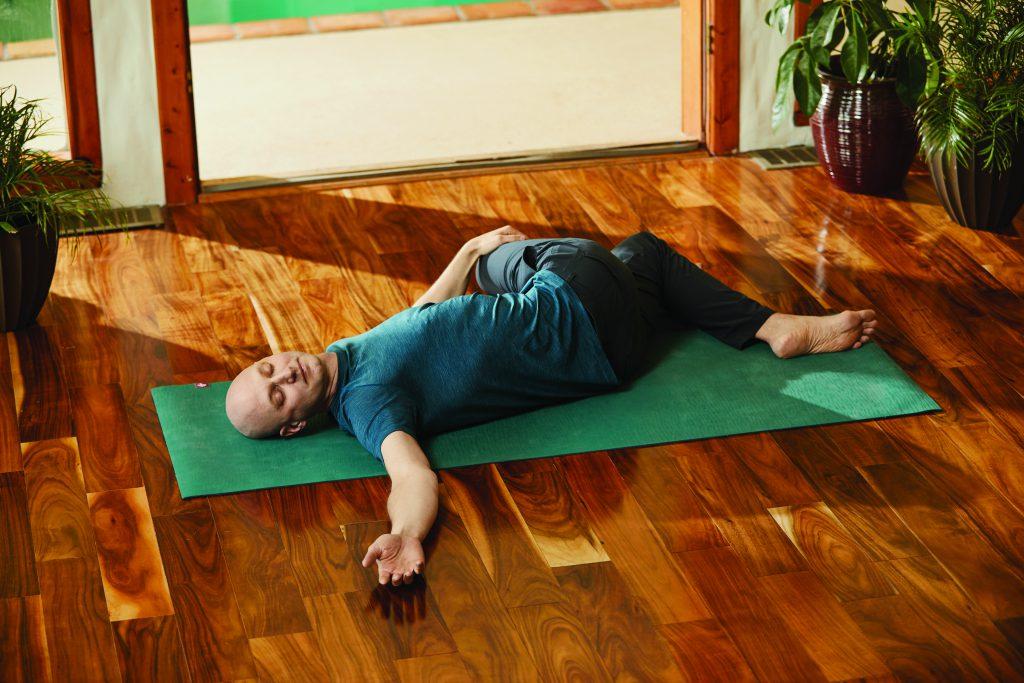 Gedrehte Wurzel: Josh Summers  Yin Yoga