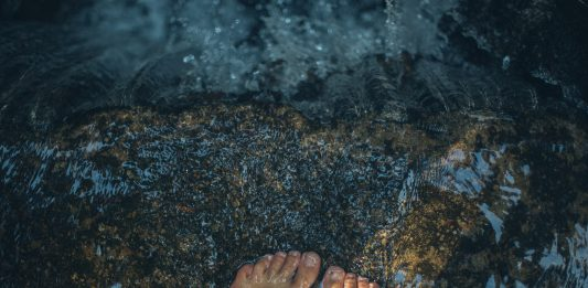 Wasser Füße Meer Satsang
