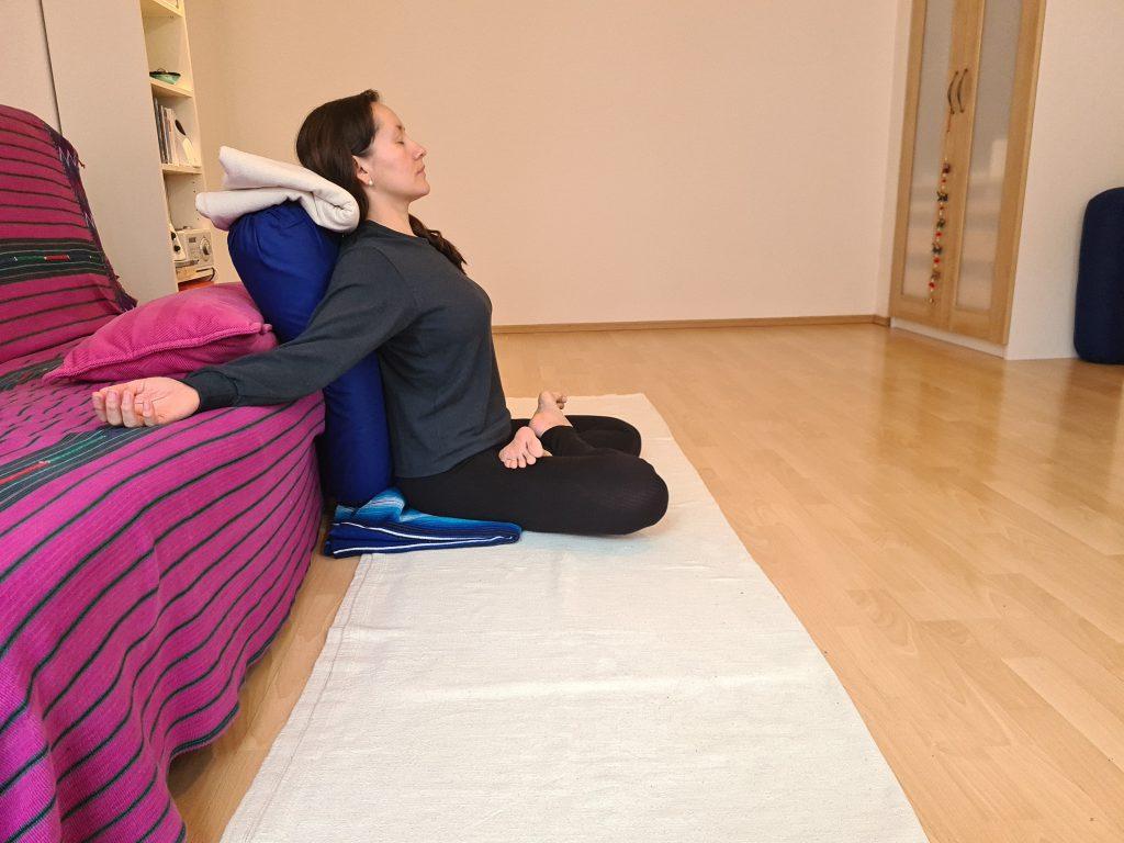 Yoga bei Long Covid Lotussitz