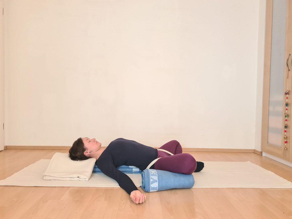 Yoga bei Long Covid  Supta Baddha Konasana