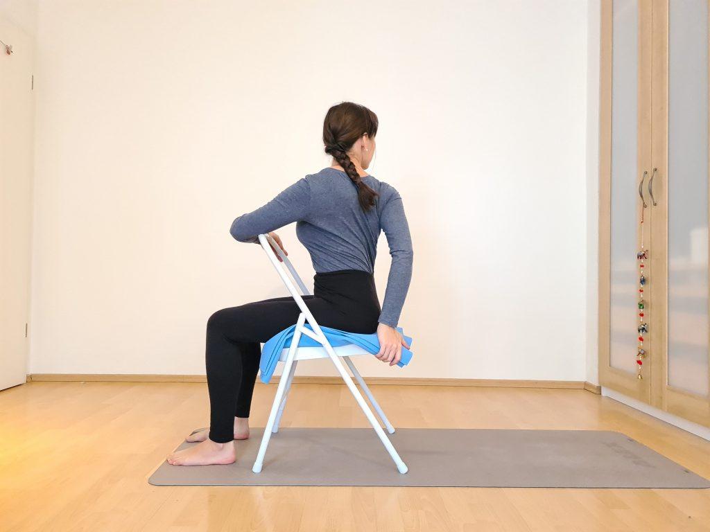 Yoga bei Long Covid Drehsitz